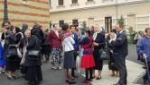Scene incredibile la Sibiu: Fostul preot Cristian Pomohaci, susţinut de fani, care zic că e 'alesul lui Dumnezeu' (VIDEO)