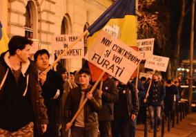 Puţini, dar hotărâţi: 70 de orădeni au mărşăluit împotriva Guvernului PSD (FOTO / VIDEO)
