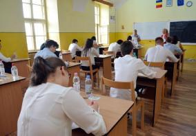 A început Bacalaureatul! Peste 4.200 de absolvenţi bihoreni susţin primul examen scris (FOTO)