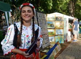 Viticultori din judeţ au transformat Parcul Bălcescu în mustărie (FOTO)