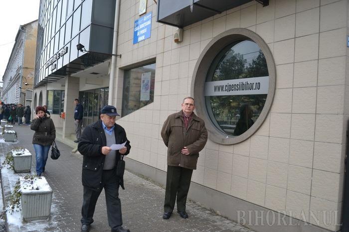 Prinşi cu minciuna: În ciuda propagandei PSD, creşterea punctului de pensie este sub limita minimă legală