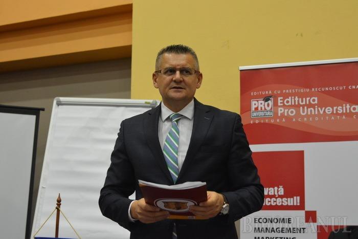 Facultatea de Drept a sărbătorit 25 de ani de la reînfiinţare printr-o conferinţă internaţională şi lansarea primei sale reviste (FOTO)