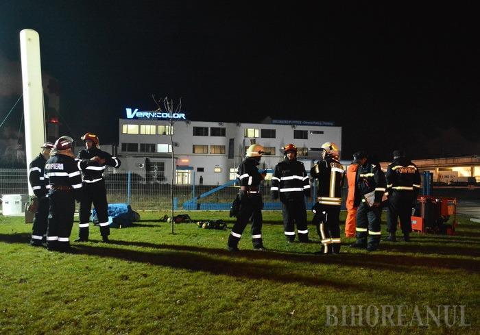 De ce au sunat sirenele pe Şoseaua Borşului: 30 de muncitori, salvaţi de pompieri, într-un exerciţiu de amploare al ISU Crişana (FOTO / VIDEO)