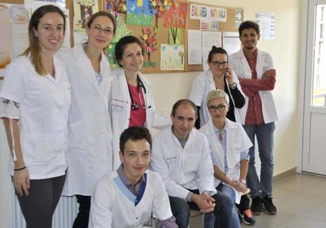 Sănătate şi la sate: Un tânăr doctor aduce în Bihor o caravană de medici voluntari, pentru consultaţii gratuite la ţară