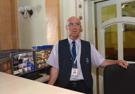 Paznic la Palat: Dumitru Alb păzește Primăria Oradea de un sfert de veac!