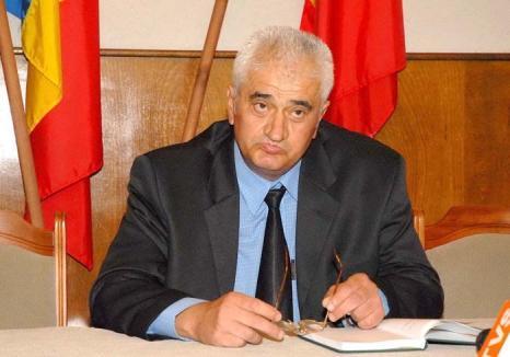 'Dumitru' de la Vamă: Un candidat la Primăria Oradea şi-a turnat pe bani colegii vameşi la Securitate