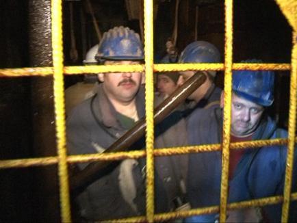 80 de mineri de la Băiţa s-au blocat în subteran (FOTO)