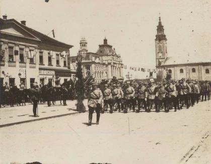 """Ziariştii """"Bihari Napló"""" boicotează festivităţile Primăriei organizate în cinstea intrării trupelor lui Moşoiu în Oradea"""