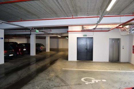 Out of service! Parcarea de lângă Piaţa Rogerius nu este nici acum funcţională integral