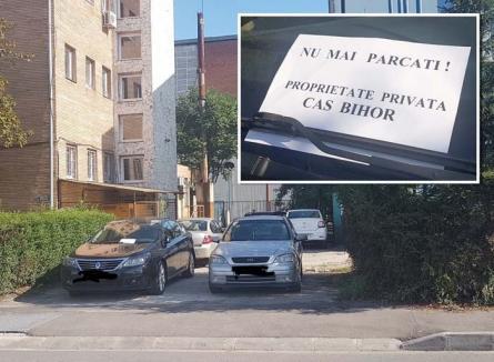 Stat în stat: Angajaţii de la CAS Bihor îşi 'rezervă' abuziv locuri de parcare
