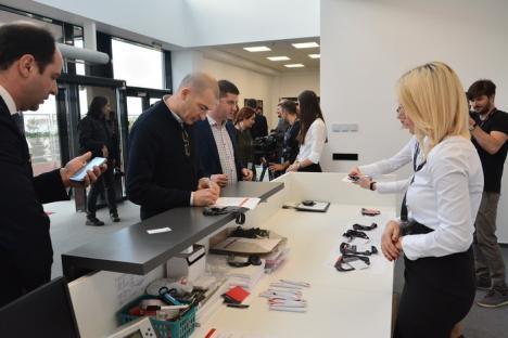 Pregătiţi CV-urile, urmează angajări: Celestica şi-a majorat capacitatea de producţie cu 50% (FOTO)