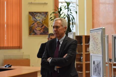 Ambasadorul SUA, vizită de o zi la Oradea: Hans Klemm s-a văzut cu liceenii de la Gojdu şi cu şefii administraţiei locale (FOTO)