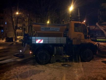 Echipajele RER Ecologic Service au lucrat toată noaptea pentru deszăpezirea oraşului