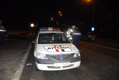 Accident spectaculos: un poliţist a lovit o femeie şi a lăsat fără căldură jumătate de oraş (FOTO)