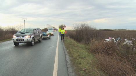Accident pe DN 79, în Inand, după ce un taximetrist a intrat în șanț: Trei persoane au fost rănite (FOTO)