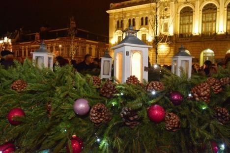 Premieră în Oradea: A fost montată prima coroană de Advent într-o piaţă publică (FOTO)