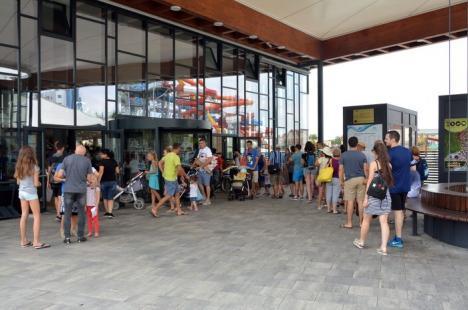 Logică de bugetar: Angajaţii de la Aquapark şi-au ridicat orădenii în cap cu biletele de trei ore