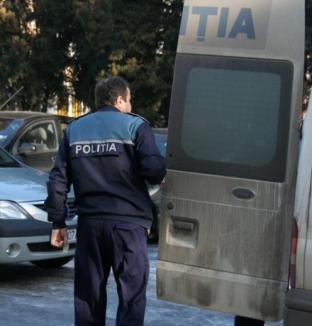 Hoţ de poşete prins de poliţişti şi arestat
