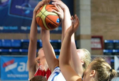 Baschetbalistele de la Universitatea CSM Oradea au debutat cu o victorie la 19 puncte în noul sezon al Ligii I
