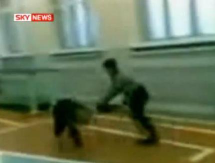 Profesoară snopită în bătaie de elevi (VIDEO)