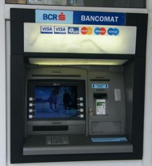 Studenţii îşi pot primi bursele şi pe carduri BCR