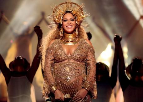 Beyonce a născut gemeni. Ea şi Jay Z nu au dezvăluit încă sexul copiilor