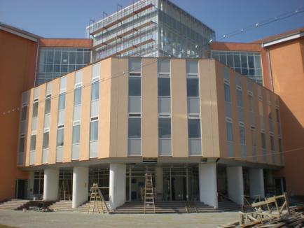 'Durerea' rectorului Cornel Antal, Biblioteca Universităţii, sub tratament