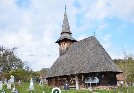Redescoperă Bihorul: Bihorenii sunt invitaţi să parcurgă, pe biciclete, drumul bisericilor de lemn