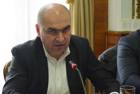 Bolojan o ţine pe-a lui: 'Când au fost la guvernare, PSD şi UDMR au votat toate donaţiile de terenuri'