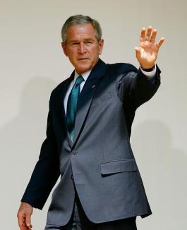Bush se plimbă până în România să inaugureze o televiziune 'anonimă'