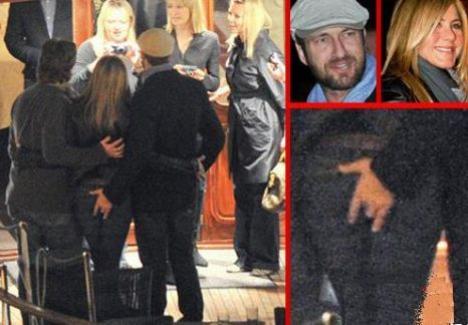 Gerard Butler, prins cu mâna pe fundul lui Jennifer Aniston