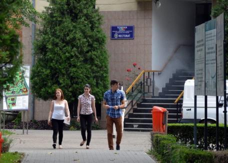Final de admitere la Universitatea din Oradea: Mai mulţi studenţi la licenţă, mai puţini la masterat