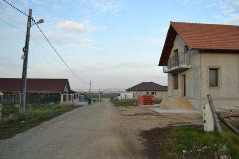 Ţeapa lui Mihuţ, iadul lui Bolojan: Orădenii din cartierul Bălcescu trăiesc fără iluminat public, canalizare, drumuri şi apă (FOTO)