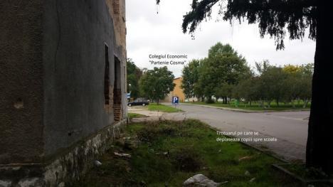 Ne enervează: O clădire în ruină din curtea ITM pune în pericol elevii din campusul şcolar (FOTO)