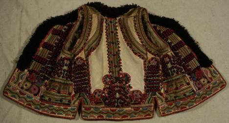 DiOR de Binş: Epopeea cojocului de Beiuş, copiat de casa de modă Dior, se datorează unui bihorean stabilit în Indonezia (FOTO)
