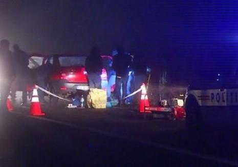 Criminali în libertate: Doi tineri luaţi la autostop i-au tăiat gâtul şoferului şi au înjunghiat-o pe soţia sa