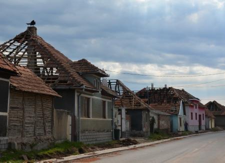 Taxa de funcţionar: Bugetarii din Bihor, puși să cotizeze pentru cei afectați de furtună