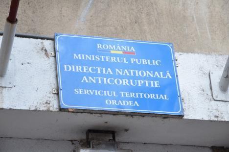 """Procurorii DNA Oradea, din nou în percheziţii: Avocat, """"călcat"""" pentru bănuieli de trafic de influenţă"""