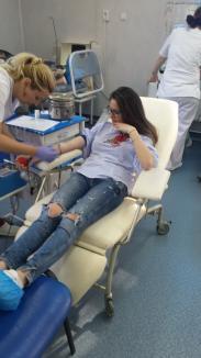 Elevii din clasele a XII-a de la LPS Bihorul promovează donarea de sânge (FOTO)