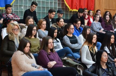 Întrebaţi tinerii! Elevii şi studenţii cer Primăriei Oradea să înfiinţeze un Consiliu Consultativ pentru Probleme de Tineret
