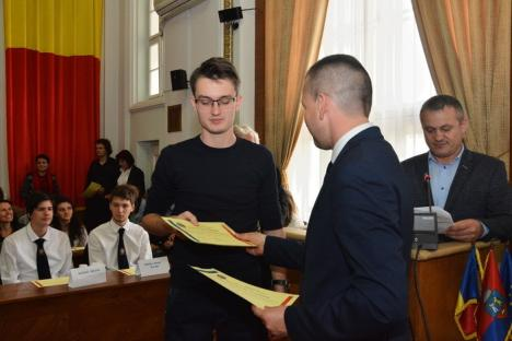 Olimpicii Oradiei au fost premiaţi de Primărie. Bolojan: Ei sunt cei care vor schimba faţa oraşului! (FOTO)