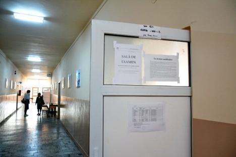 A început Evaluarea Naţională: Peste 4.200 de elevi, în sălile de examen (FOTO)