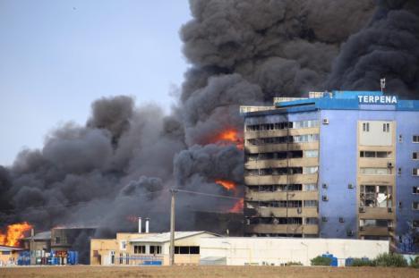 Incendiu toxic la o fabrică din Orăştie: Aproape 400 de persoane au fost evacuate