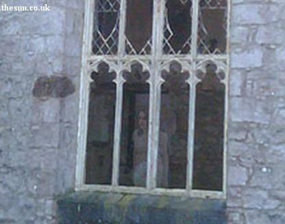 Fantoma unei tinere, fotografiată la un castel din Anglia