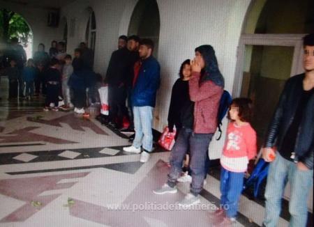 Dintr-o lovitură! Poliţiştii de frontieră au găsit 32 de irakieni ascunşi într-un TIR cu mobilă