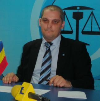 Deşi habar n-are despre construcţia podului peste Criş, candidatul la şefia PC Oradea se opune