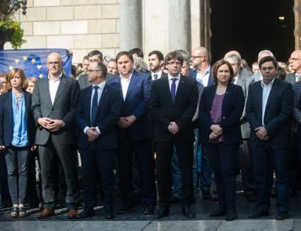 Justiţie în forţă: Opt foşti membri ai Guvernului din Catalonia au fost arestaţi. Puigdemont şi-a abandonat 'ţara', nevasta româncă şi copiii