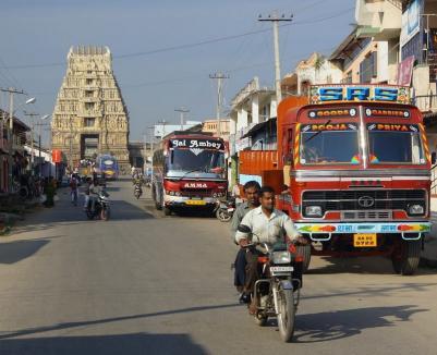 """""""Călătorii în India"""": Lansare de carte și vernisaj de fotografii ale orădeanului Dorin Chiş (FOTO)"""