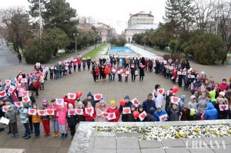 Inimi pentru inimi: 200 de elevi au marcat Ziua Internaţională a Persoanelor cu Dizabilităţi în Parcul 1 Decembrie