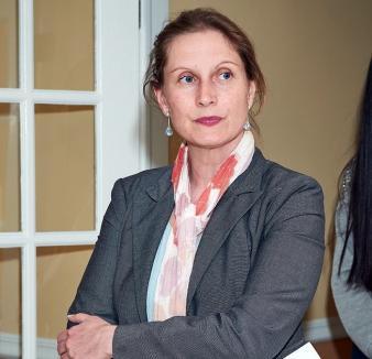 Ioana de pe Splai: O orădeancă emigrată în America în anii '80 vrea să devină prima româncă judecător din Illinois